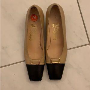 Vintage Ferragamo women's cap toe